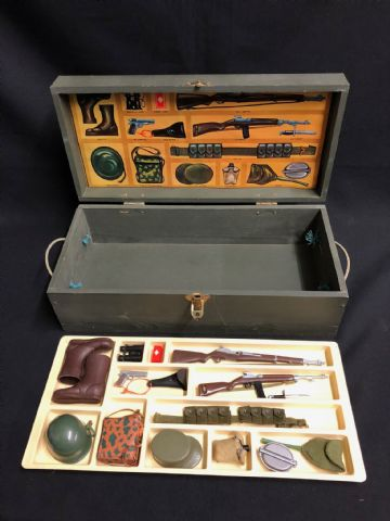 VINTAGE ACTION MAN - 1967  KIT LOCKER BOX